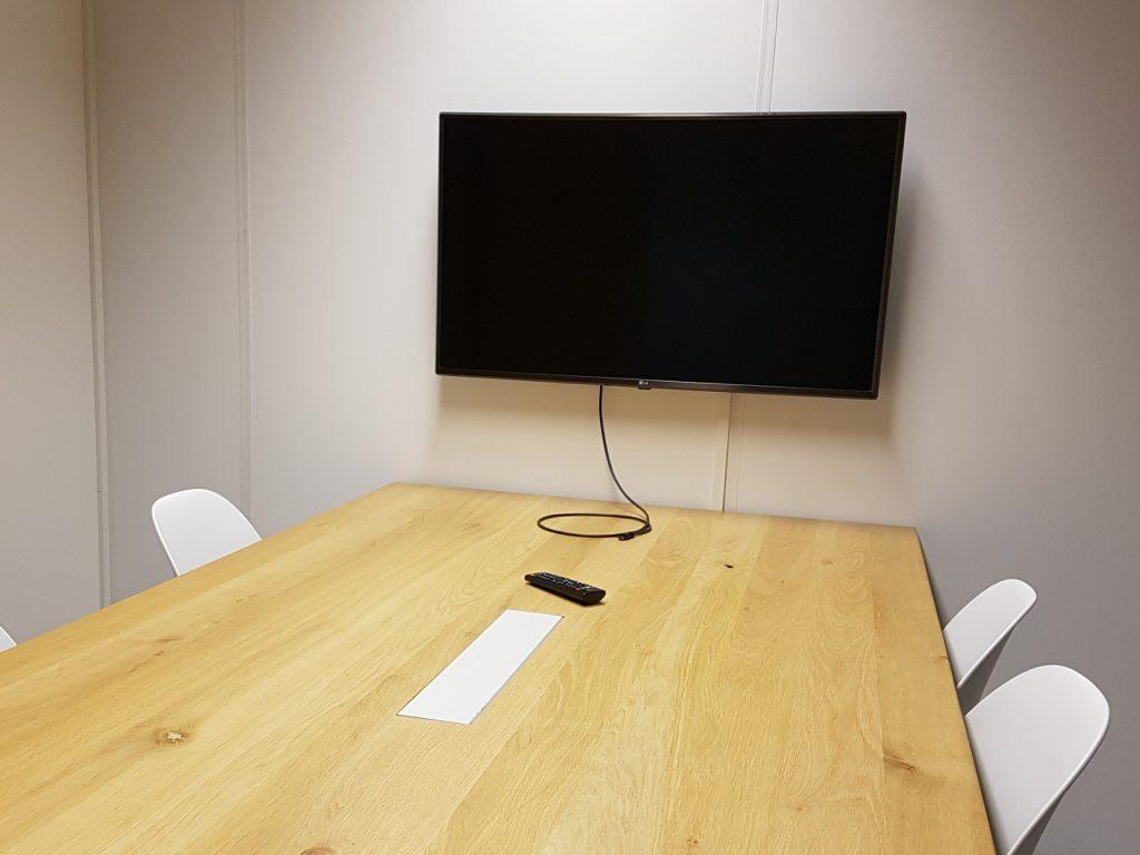 Vergaderruimte met beeldscherm